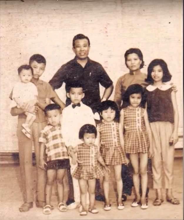Ảnh gia đình nhạc sĩ Hoài Linh