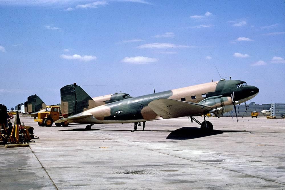 Máy bay chiến đấu AC-47 đang đỗ tại Sân Bay