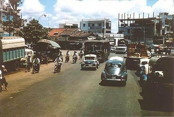 SAIGON 1968-69 - Ngã tư Trần Hưng Đạo-Cộng Hòa (nay là ngã tư Trần Hưng Đạo -Nguyễn Văn Cừ)