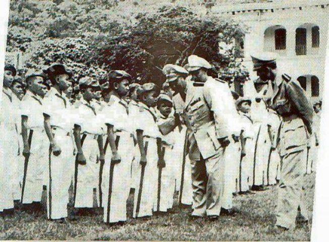 Tướng Lê Văn Ty  trong ngày lễ Khai Giảng niên học mới.