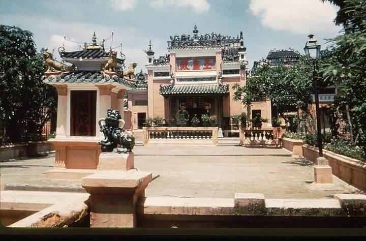 Chùa Ngọc Hoàng nằm ở 73 đường Mai Thị Lựu, quận 1, TP HCM
