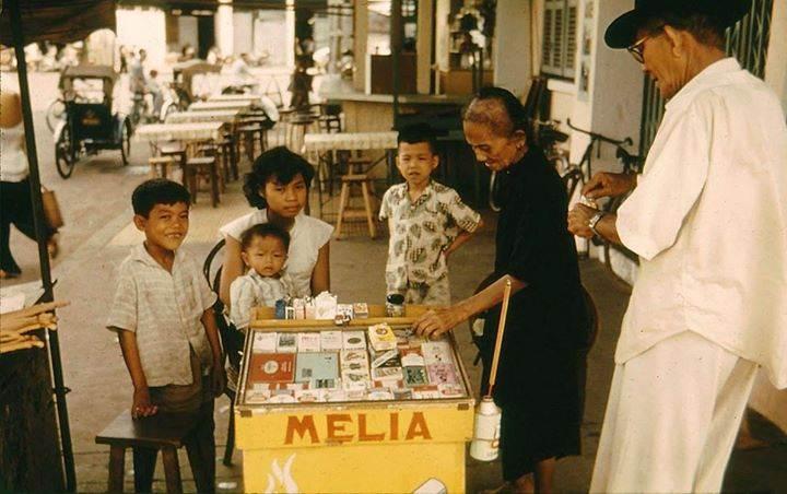 Một tiệm thuốc lá vỉa hè MELIA