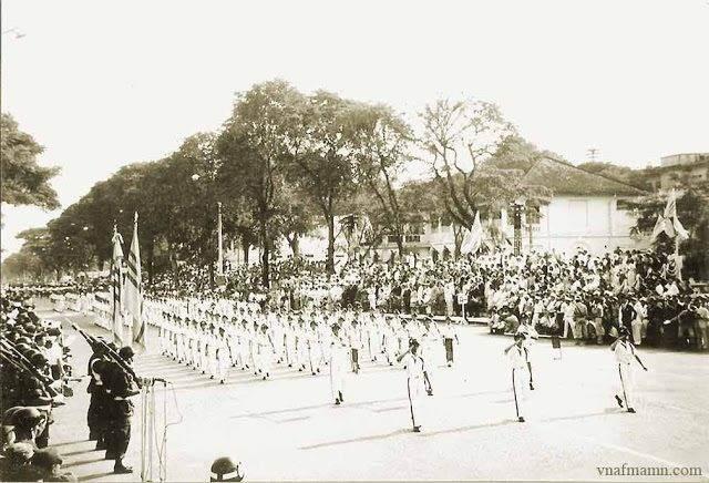 Thiếu Sinh Quân VNCH diễn binh trong Ngày Quốc Khánh 1-11-1966 tại TP Sài Gòn.