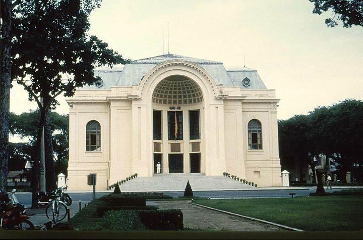 Hạ Nghị Viện Việt Nam Cộng Hòa.  Nay là nhà hát thành phố.