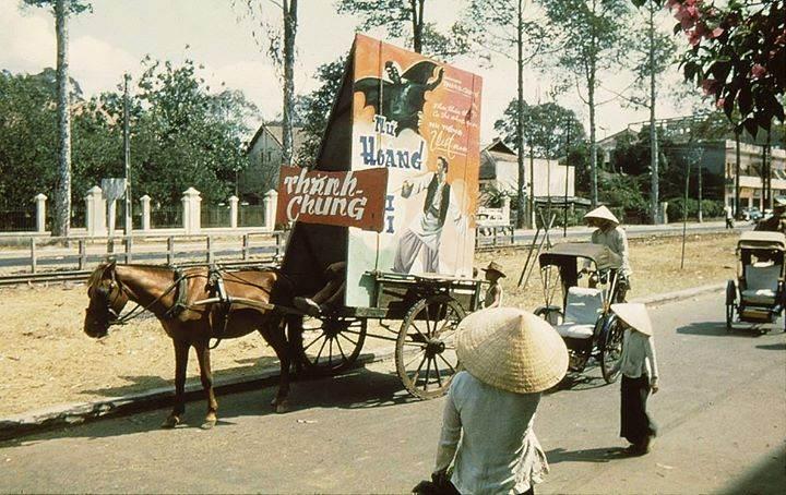 Xe ngựa chở Poster ngày đó