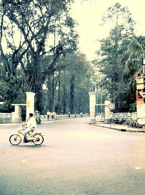 Ngã tư Nguyễn Du – Trương Công Định (nay là Trương Định)