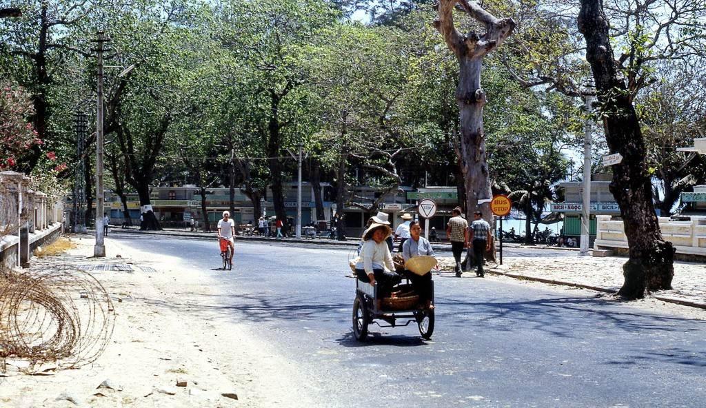 Một góc nhìn khác của đường Quang Trung