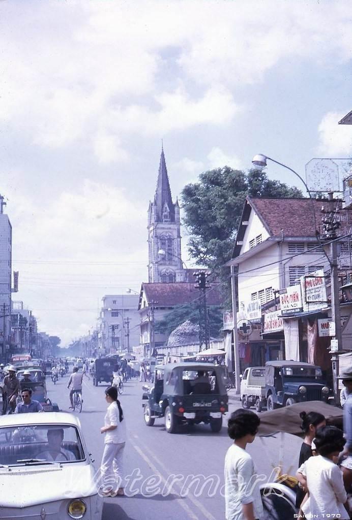 Góc nhìn khác về đường Hai Bà Trưng và nhà thờ Tân Định, 1970.