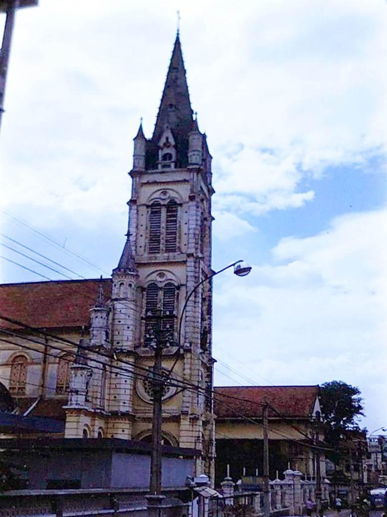 Cận cảnh tháp chuông nhà thờ Tân Định trước 1975.