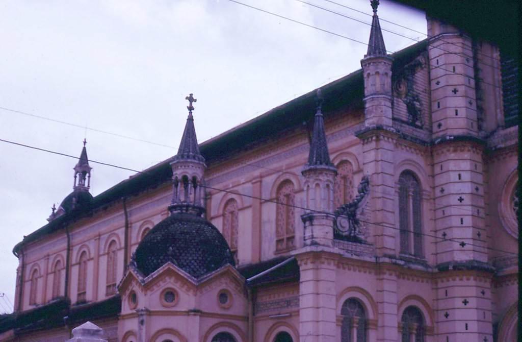 Chi tiết kiến trúc của nhà thờ Tân Định, 1967 - 1968. Ảnh: Dave De Milner.