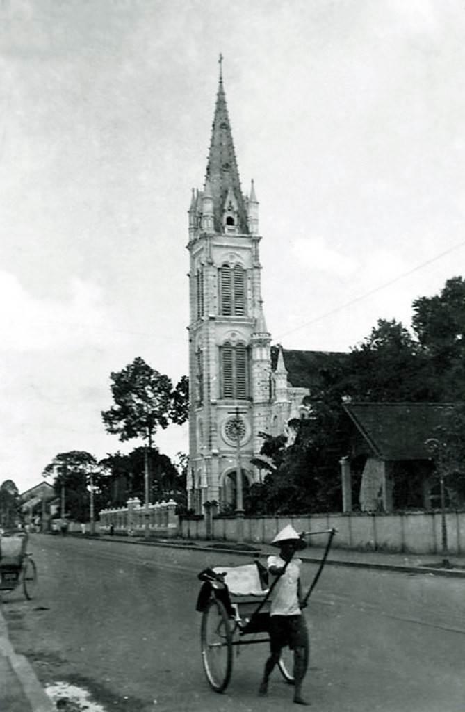 Nhà thờ Tân Định trên đường Paul Blanchy (nay là đường Hai Bà Trưng), Sài Gòn thời thuộc địa.