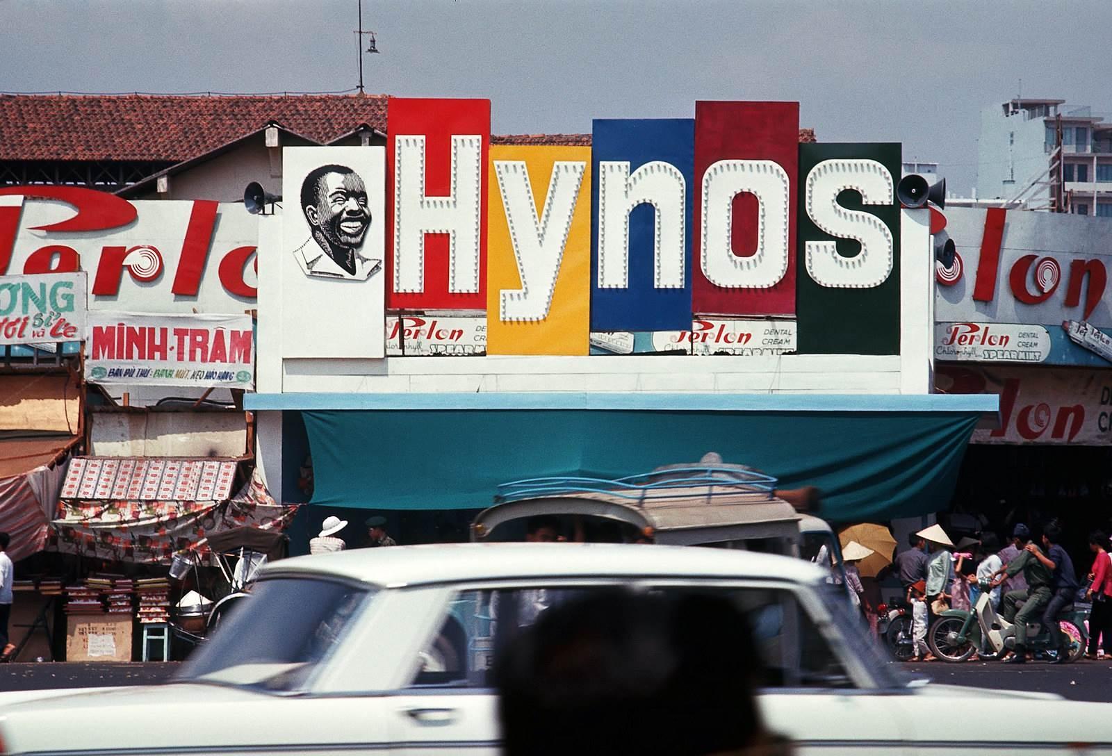 Biển quảng cáo kem đánh răng Hynos