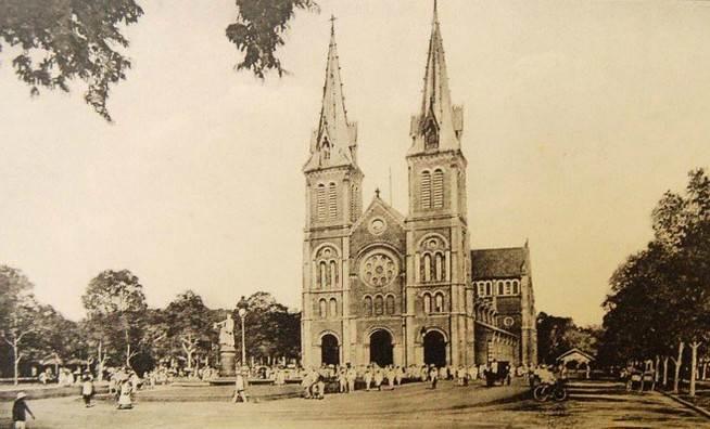 Ảnh chụp nhà thờ Đức Bà những năm 1920