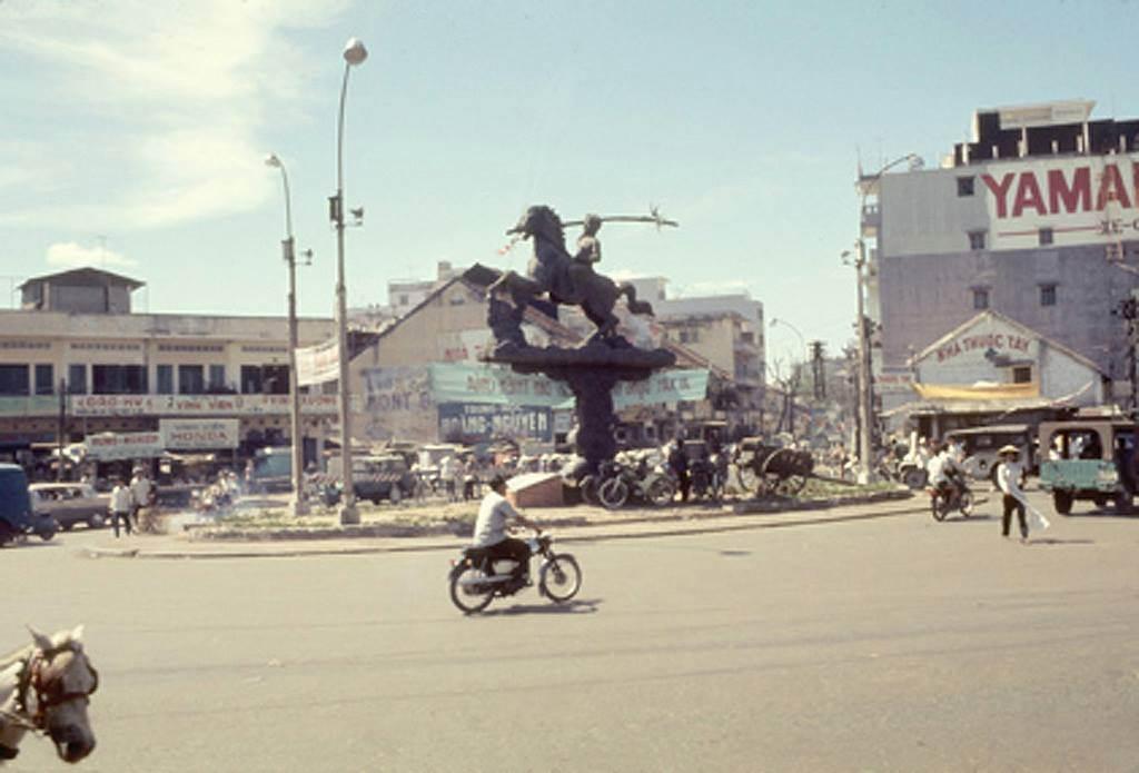 Ảnh chụp Phù Đổng Thiên Vương 1969