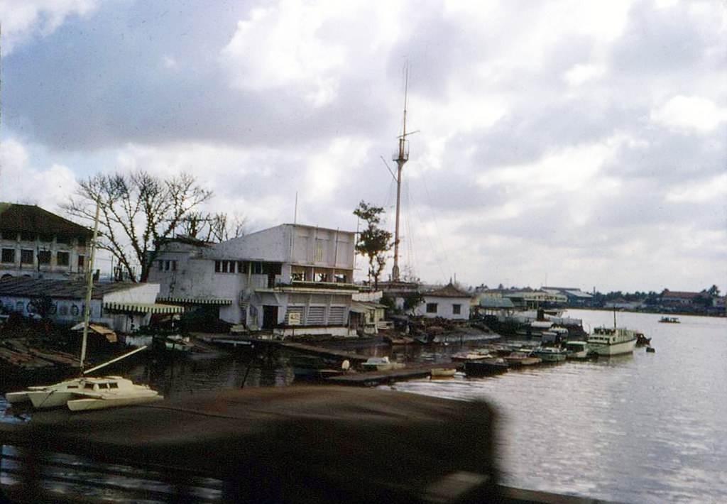 Saigon 67-68 - CLB Thể thao dưới nước, Cột cờ Thủ Ngữ