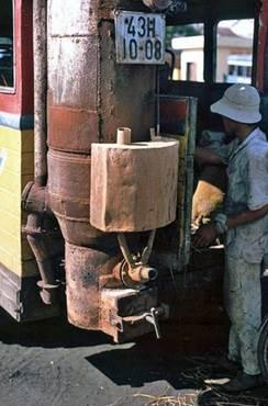 Chỗ đốt nhiên liệu phía sau xe đò được lắp đặt sau 1975