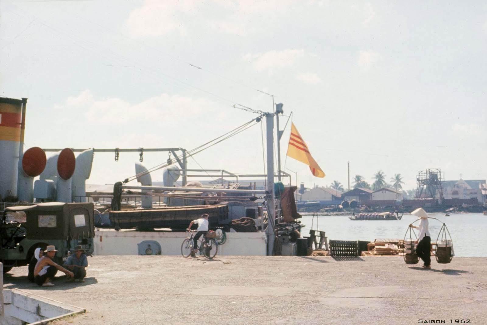 Cầu tàu - ngày nay là chổ đậu của tàu cao tốc trên Bến Bạch Đằng