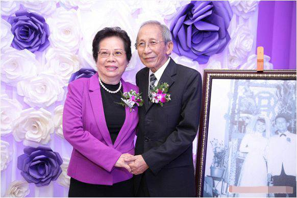 Nhạc sĩ Nguyễn Ánh 9 và vợ trong dịp kỷ niệm 50 năm ngày cưới