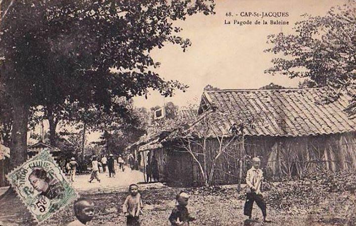 Ca. 1905 - Cap St. Jacques - Pagode de la Baleine. Miếu thờ cá ông (cá voi).