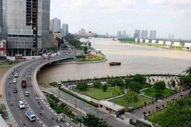 Cầu Quay Khánh Hội tồn tại đến năm 2006 thì bị tháo dỡ thay bằng cây cầu hiện tại quy mô hơn.