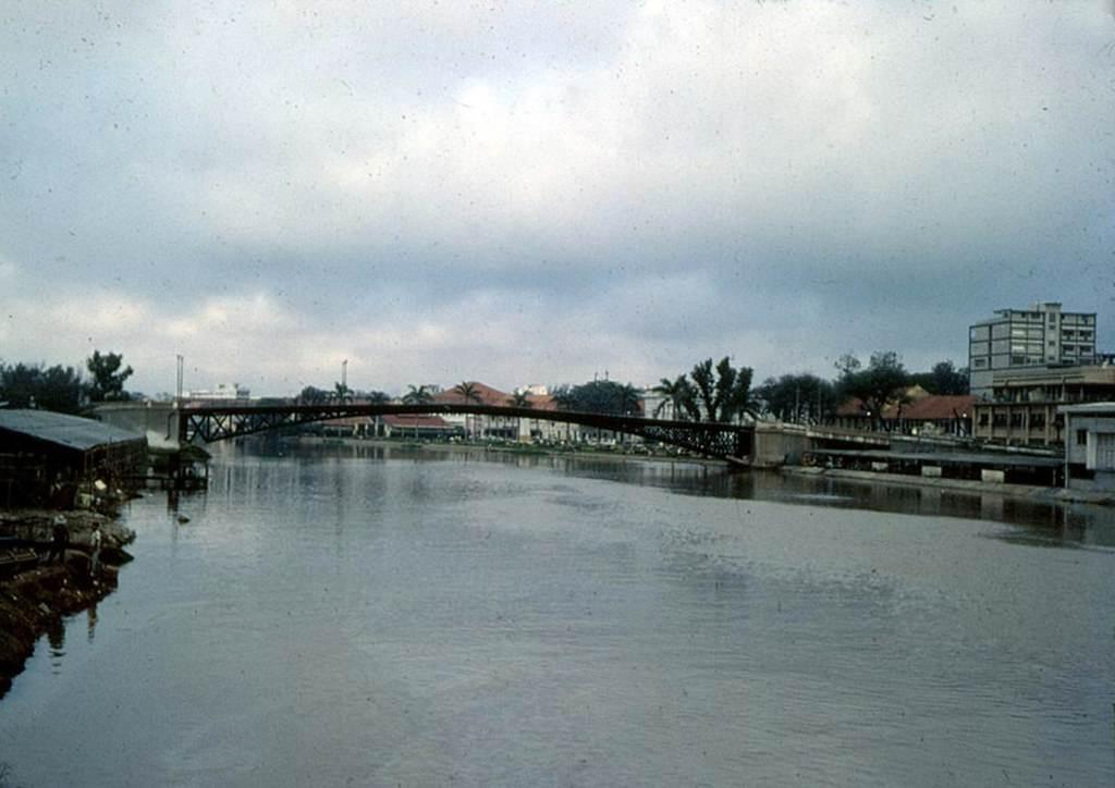 Ảnh Cầu Mống được chụp vào thời Việt Nam Cộng Hòa