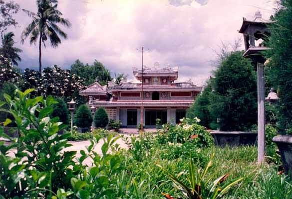 Chùa Huê Nghiêm được chụp năm 1995