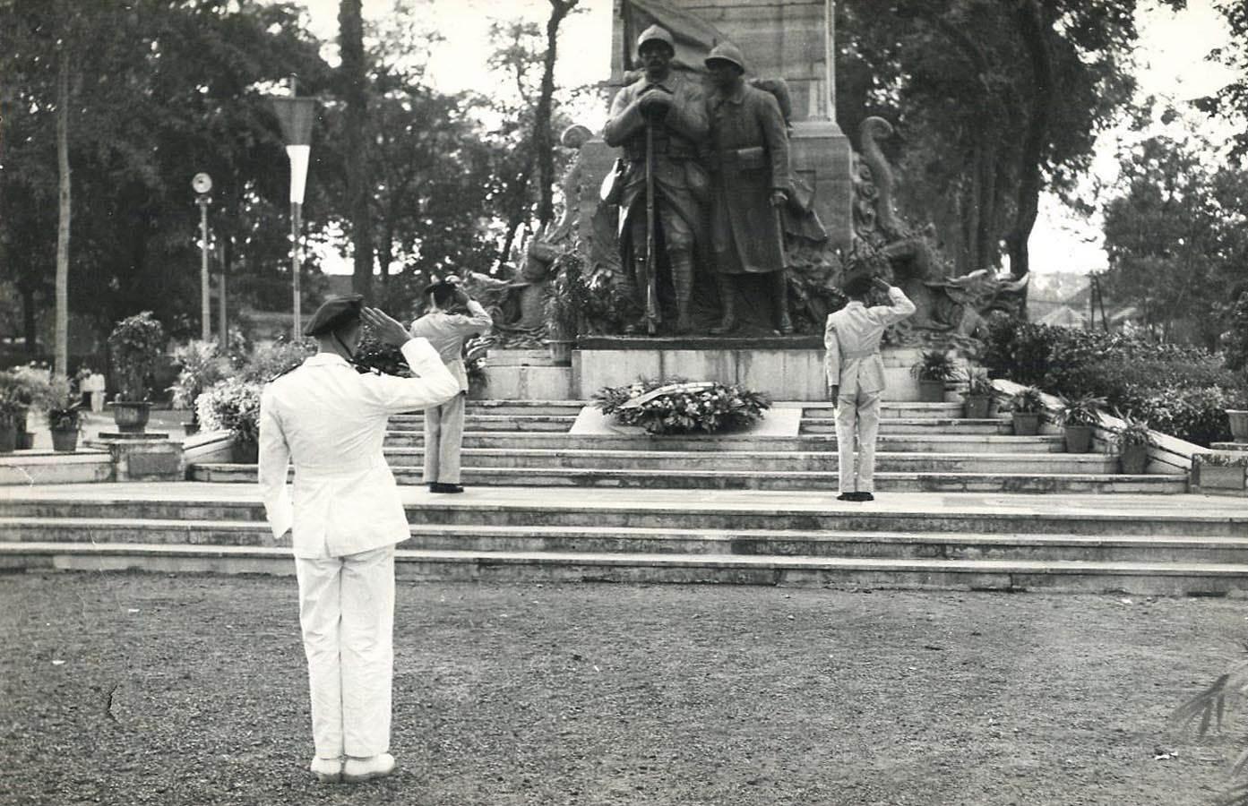 Công trường Chiến sĩ, nơi ngày nay là Hồ con rùa. Ảnh chụp những năm 1950