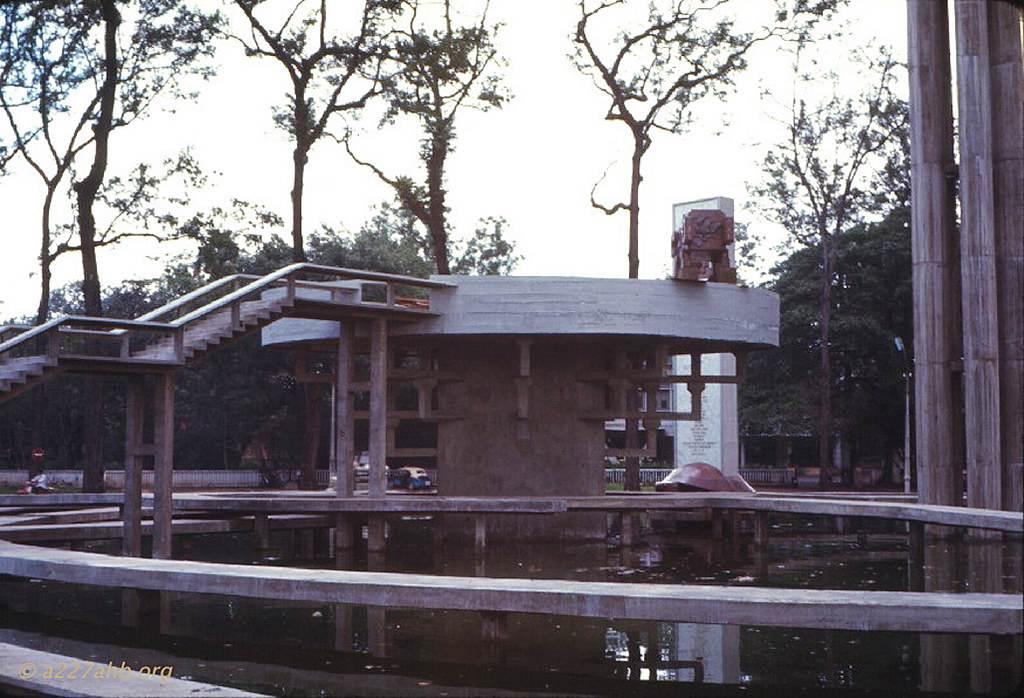 Một góc khác toàn cảnh Hồ Con Rùa. Ảnh Wayne Trucke