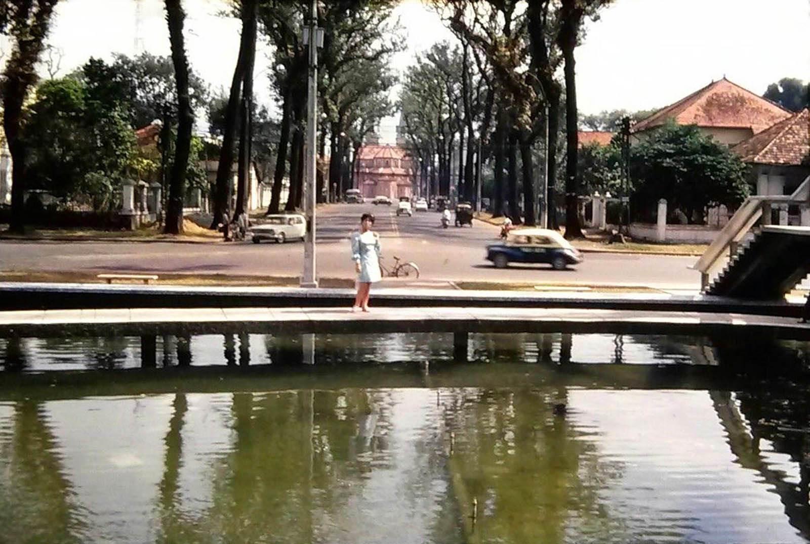 Hồ Con Rùa góc đường Duy Tân. Ảnh chụp 1971