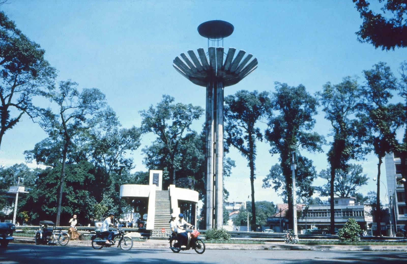Saigon 1967 - Công trường Viện trợ Quốc Tế (Hồ con rùa)