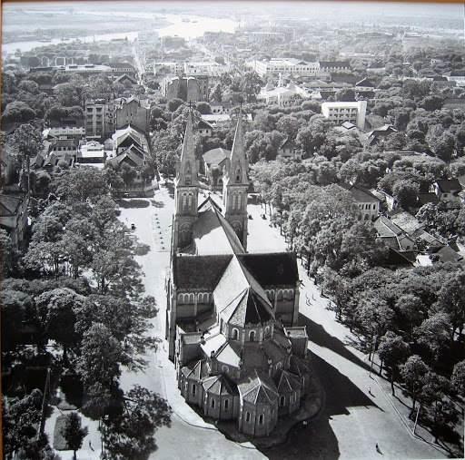 Ảnh chụp Nhà Thờ Đức Bà những năm đầu thập niên 50