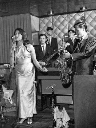 Ca sĩ Kiều Loan biểu diễn tại Phòng trà Tự do năm 1967