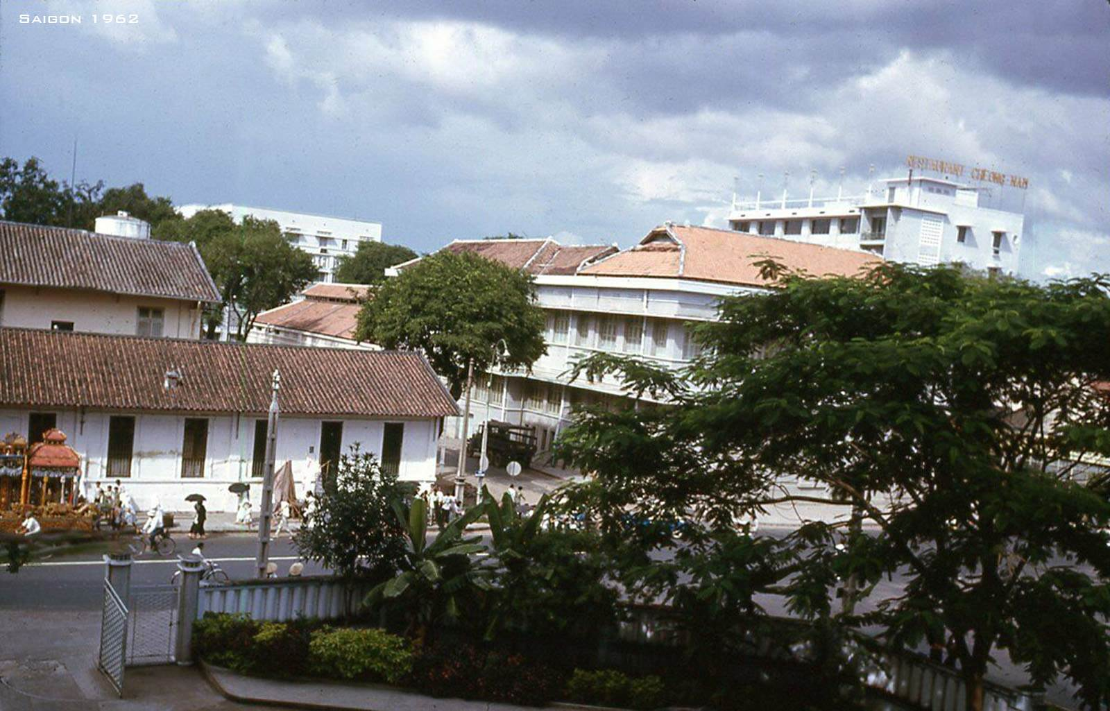 Đường Hai Bà Trưng nhìn từ Brinks Hotel