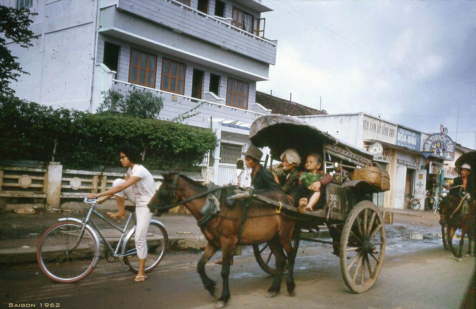 Xe thổ mộ trên Đường Lê Văn Duyệt, nay là CMT8.