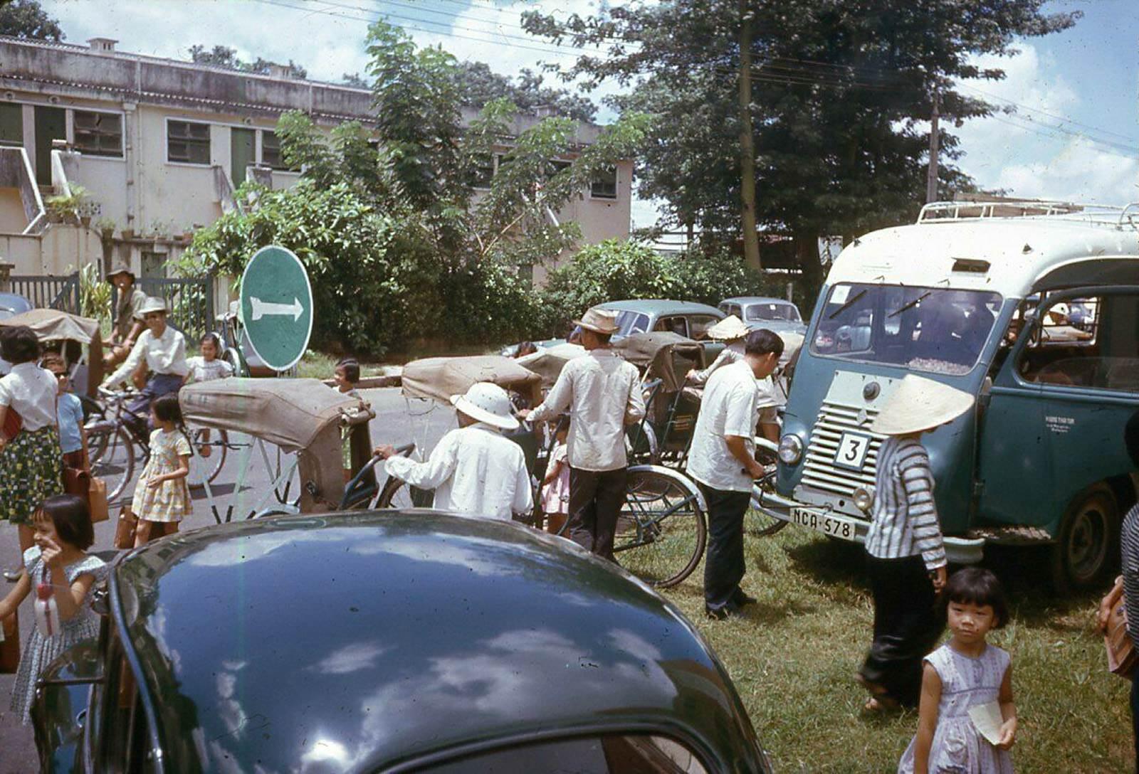 Ngã ba Nguyễn Thông - Hồ Xuân Hương, phía mặt sau trường Colette