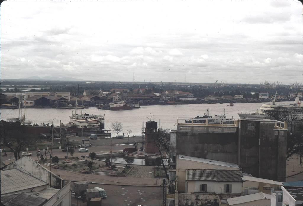Toàn cảnh bến Bạch Đằng chụp từ tòa nhà cao tầng