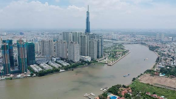 Toàn cảnh Sông Sài Gòn hiện nay. Xa xa là tòa nhà 81 tầng