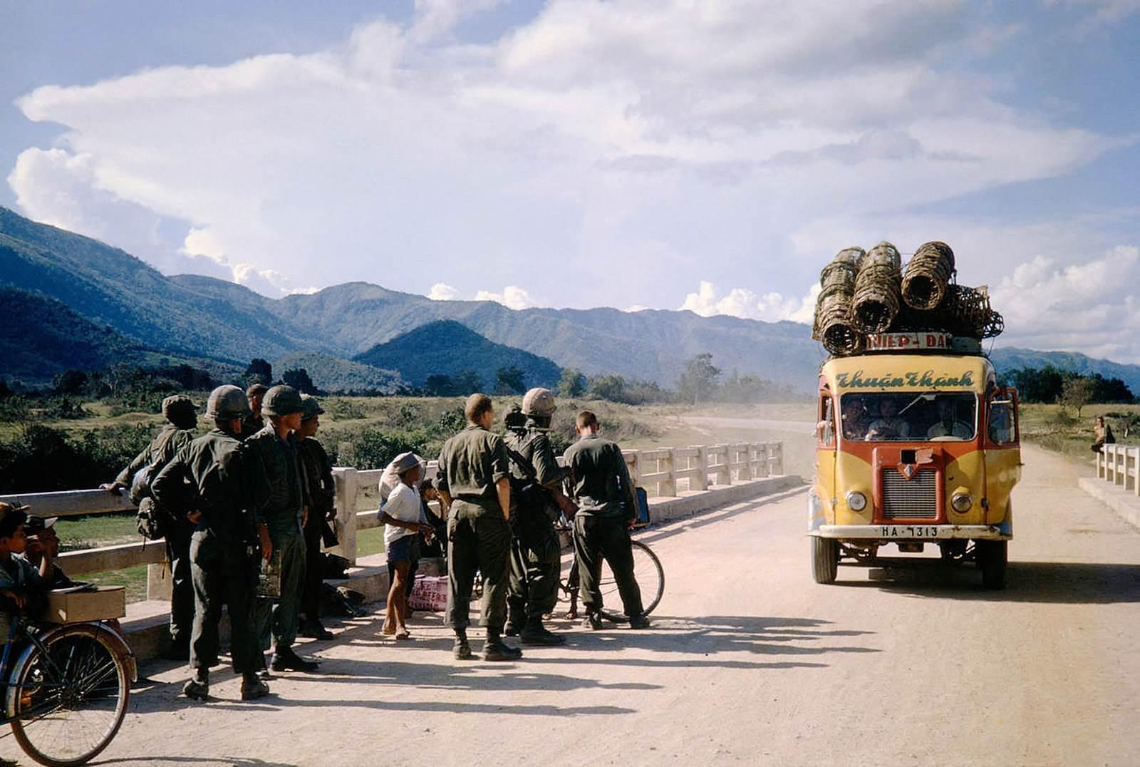 Xe đò Thuận Thành trên Quốc Lộ 1
