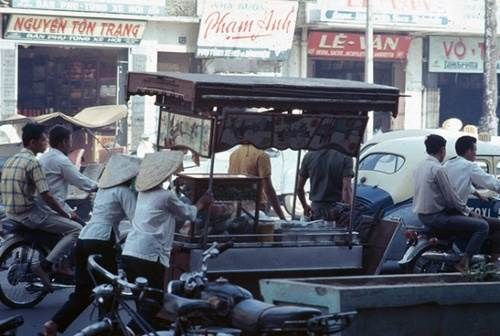 Sài Gòn năm 1968 – Xe mì trên phố Lê Lợi