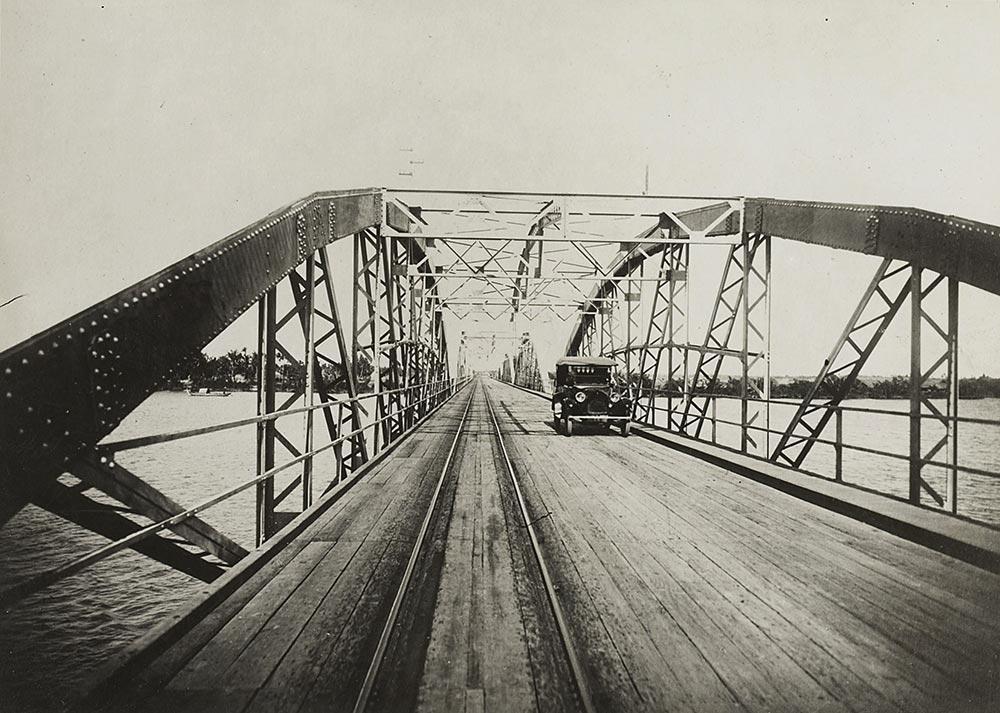Cầu sắt Bình Lợi ngày xưa - Ảnh Internet