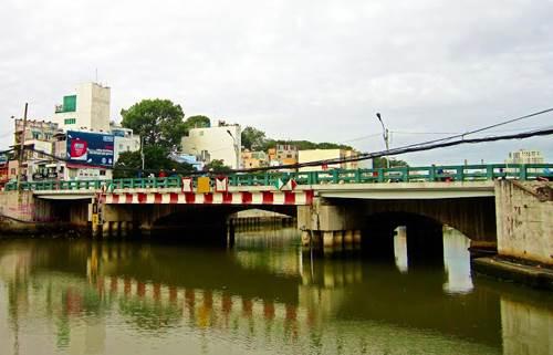 Cầu Bông cũ trước khi được xây mới vào năm 2013 - Ảnh: Panoramio.