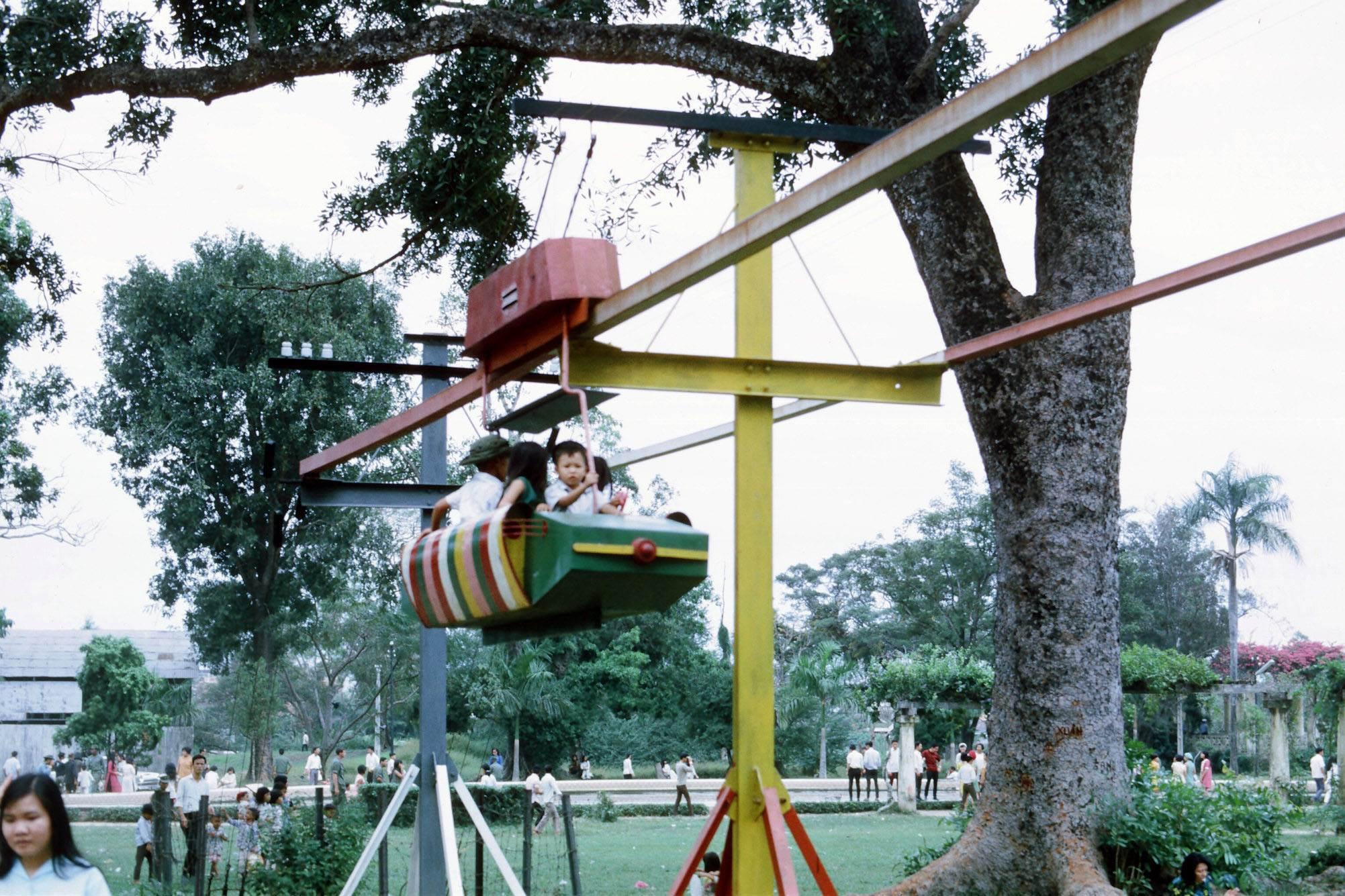 Khu vui chơi dành cho các em nhỏ trong Thảo Cầm Viên
