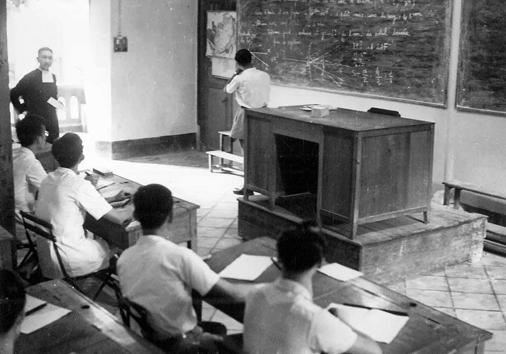 Lớp học tại trường La San Taberd