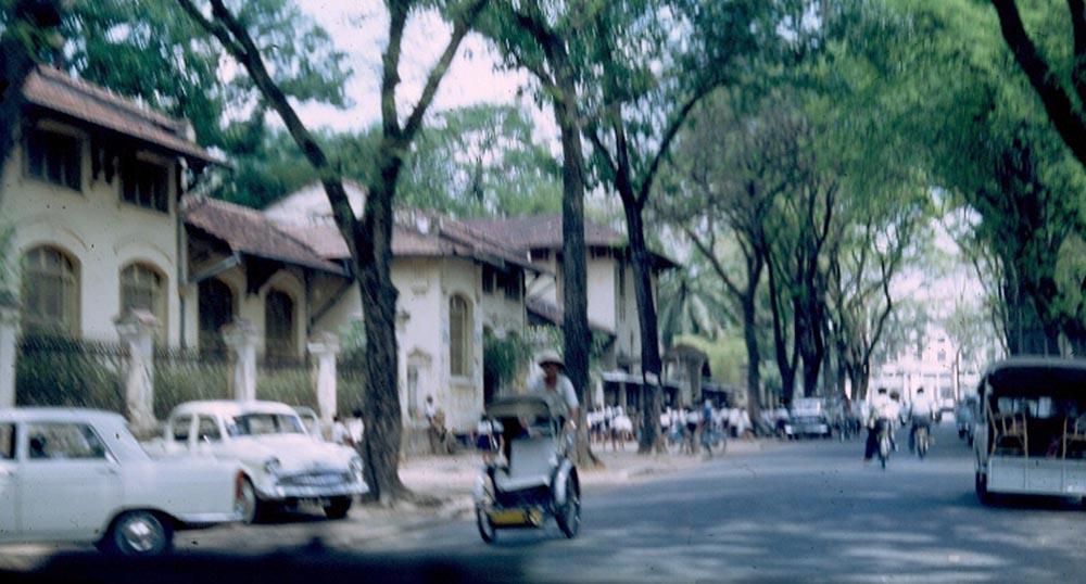 Trường Lê Quý Đôn ở cổng đường Lê Quý Đôn