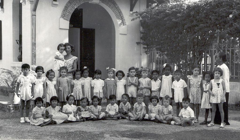 Những học sinh của trường Trung học Marie Curie ngày xưa