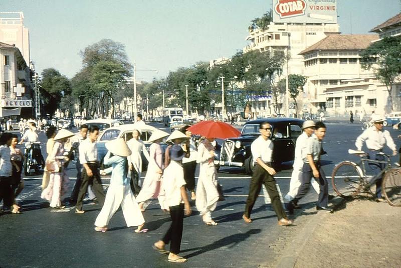 Trên đường Lê Lợi, Sài Gòn 1956