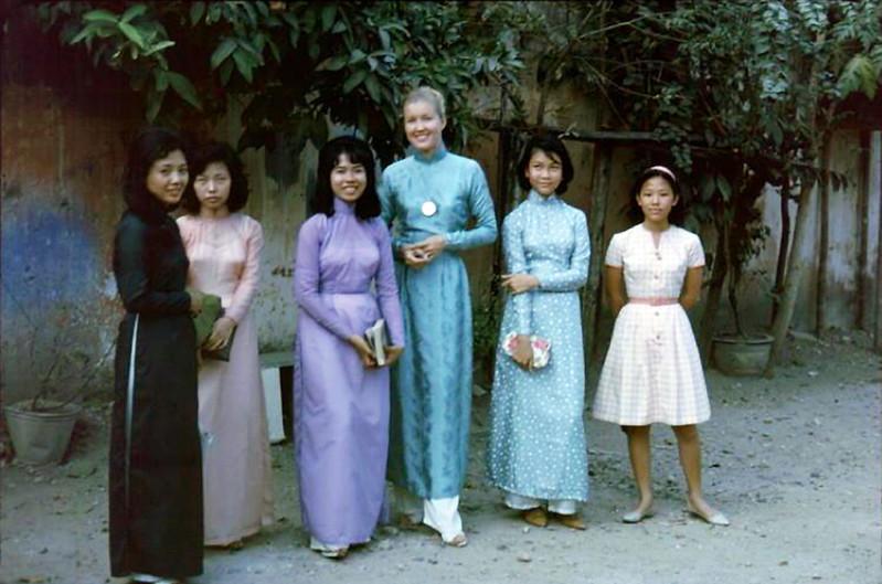 Các cô giáo Anh văn Hội Việt Mỹ