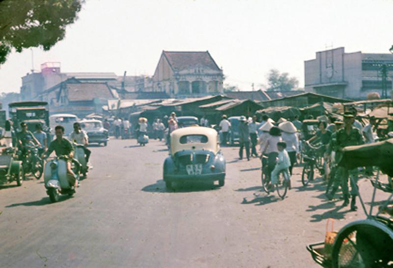 Khu vực chợ Bà Chiểu - Đại lộ Chi Lăng, chạy thẳng là Bạch Đằng