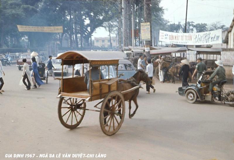 Ngã ba Lê Văn Duyệt - Chi Lăng, Gia Định năm 1967, nay là ngã ba Đinh Tiên Hoàng - Phan Đăng Lưu. Ảnh: Horse Cart