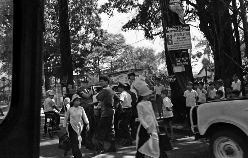 Đường Chi Lăng, năm 1971, bên trái là ngã ba Chi Lăng - Lê Văn Duyệt. Ảnh: Conrad Leighton